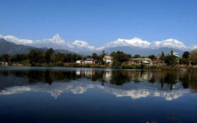 Annapurna, Pokhara, Fishtail spietelt sich im Fewa-See