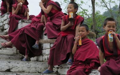 Kulturreise durch Bhutan: Klosterschüler im einsame Osten des Landes