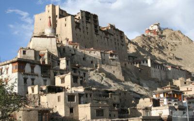 Ladakh: Leh Palace, im Hintergrund das Tsempo-Kloster