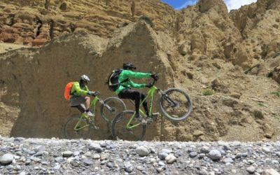Nepal, Mustang per Mountainbike: Immer noch Power für ein paar Wheelies...